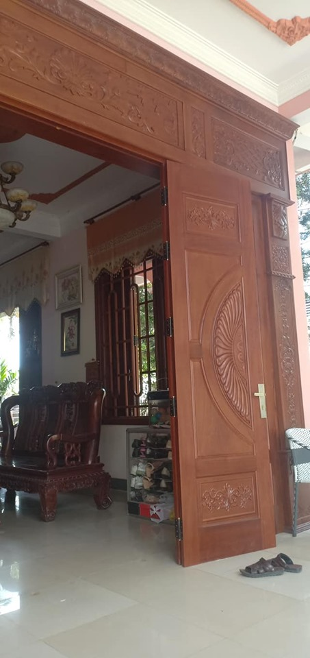 mua cửa gỗ 4 cánh giá cao